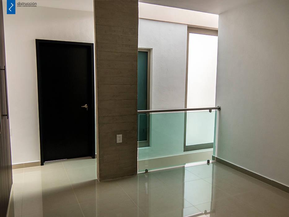 Floors by distrucción,