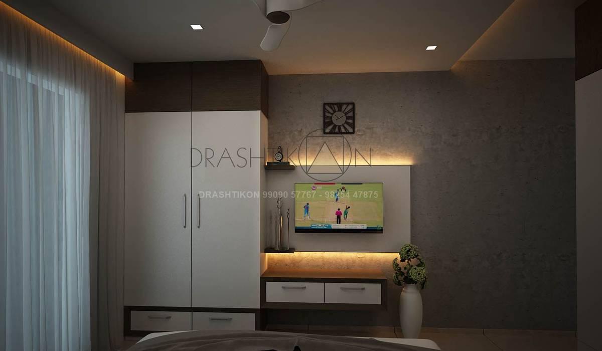 Camera da letto in stile  di Drashtikon designer consultant (kamal maniya)