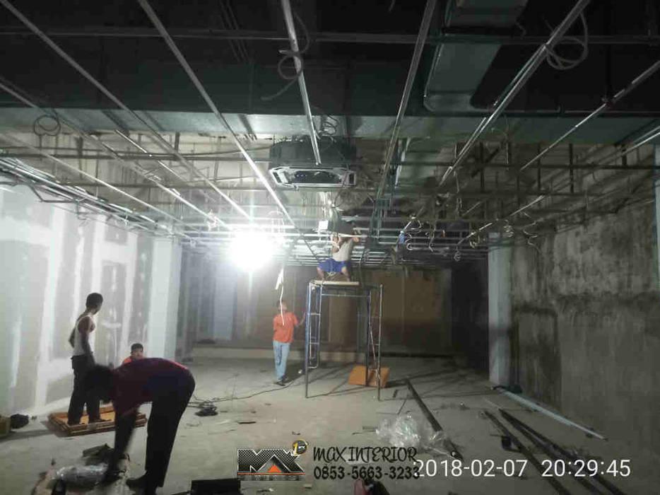 INTERIOR PEKANBARU - RIWAY OFFICE: Gedung perkantoran oleh MAX INTERIOR PEKANBARU, Modern