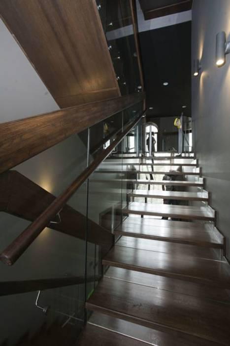 Лестница от Irina Yakushina Минимализм Дерево Эффект древесины
