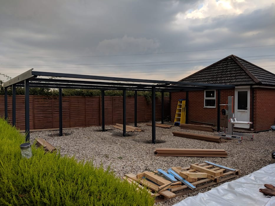 Simple and efficient installation process:  Carport by wearemodern limited, Modern Iron/Steel