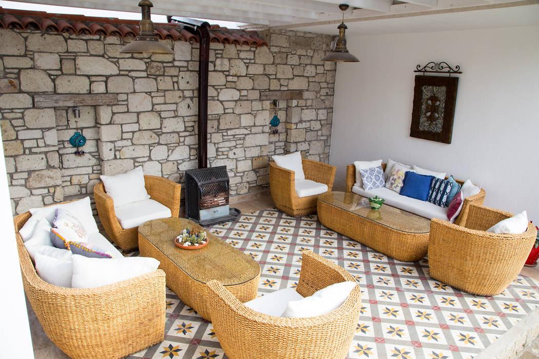 Hotel in Alacati by KAROİSTANBUL von KAROİSTANBUL Tropisch