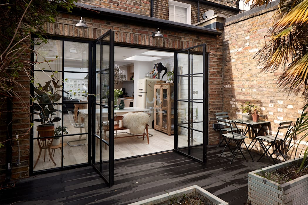 Home Extension:  Living room by Urbanist Architecture