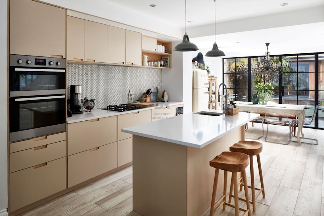 Home Extension:  Built-in kitchens by Urbanist Architecture