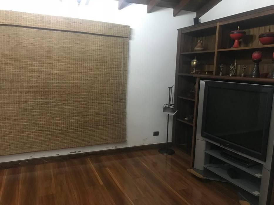 Rustikale Wohnzimmer von CIENTO ONCE INMOBILIARIA Rustikal