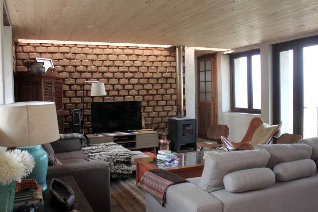 Salas / recibidores de estilo  por ALIWEN arquitectura & construcción sustentable - Santiago, Moderno