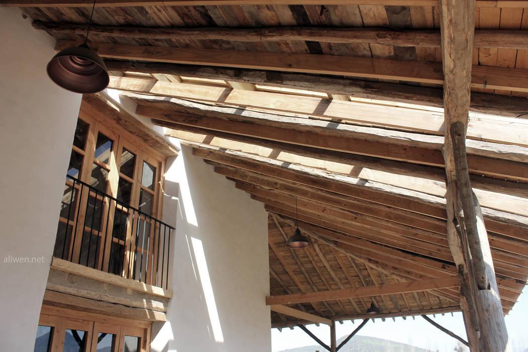 Reparación y Rehabilitación de Galpón en Toquihua por ALIWEN: Techos de estilo  por ALIWEN arquitectura & construcción sustentable - Santiago, Colonial