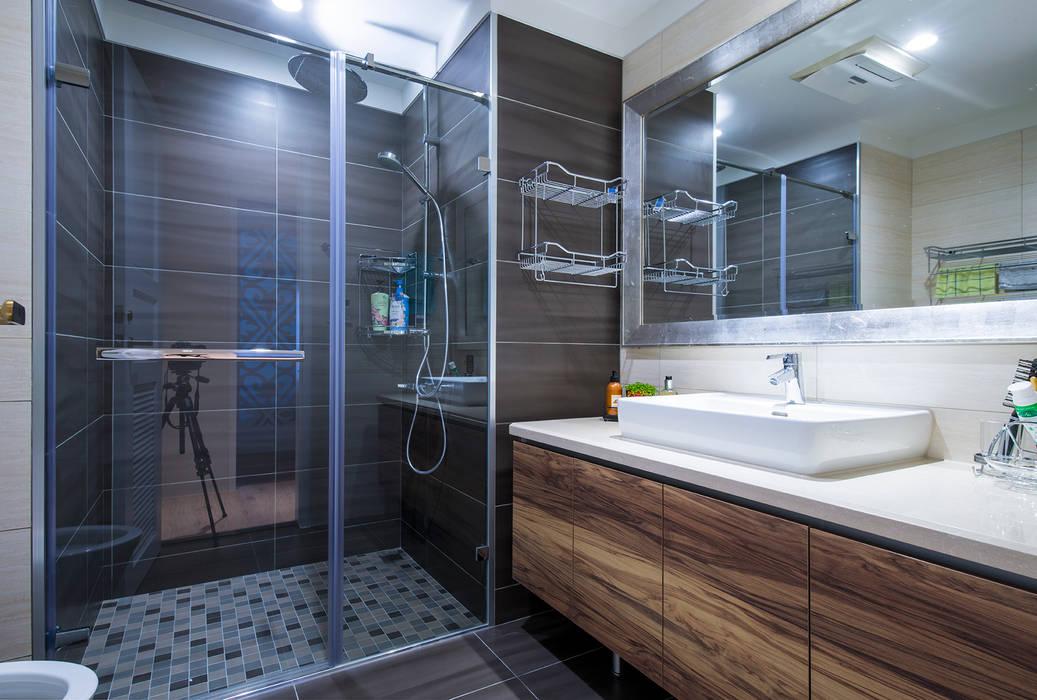 典雅鄉村-霞公錧:  浴室 by 富亞室內裝修設計工程有限公司, 現代風 磁磚
