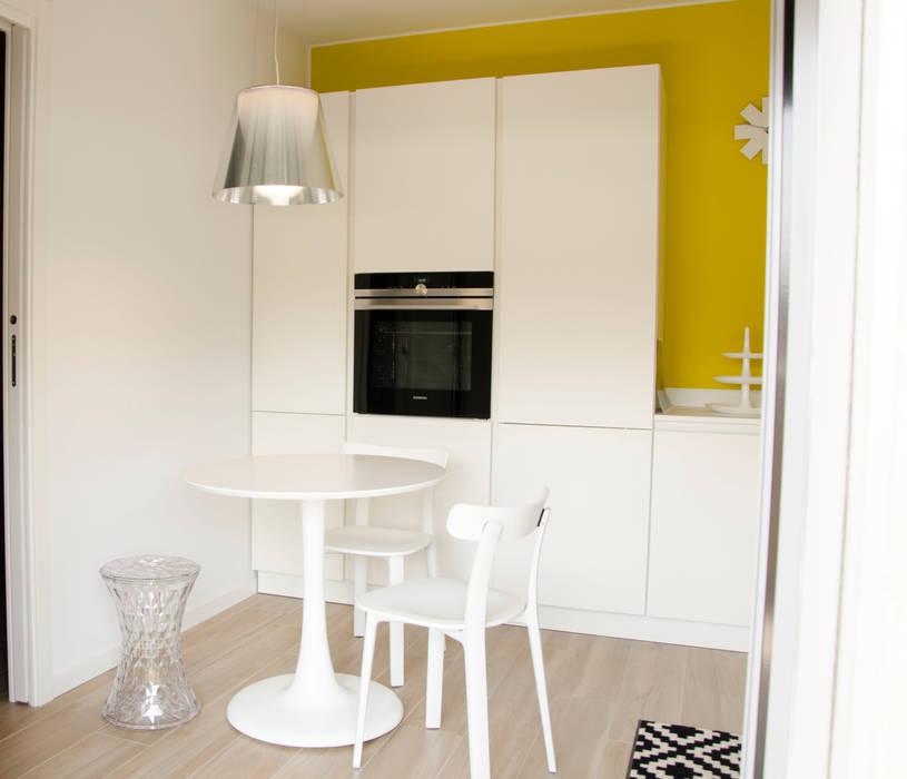 Small kitchens by BIANCOACOLORI, Minimalist
