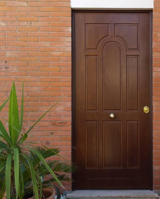 Front doors by AM PORTE SAS,