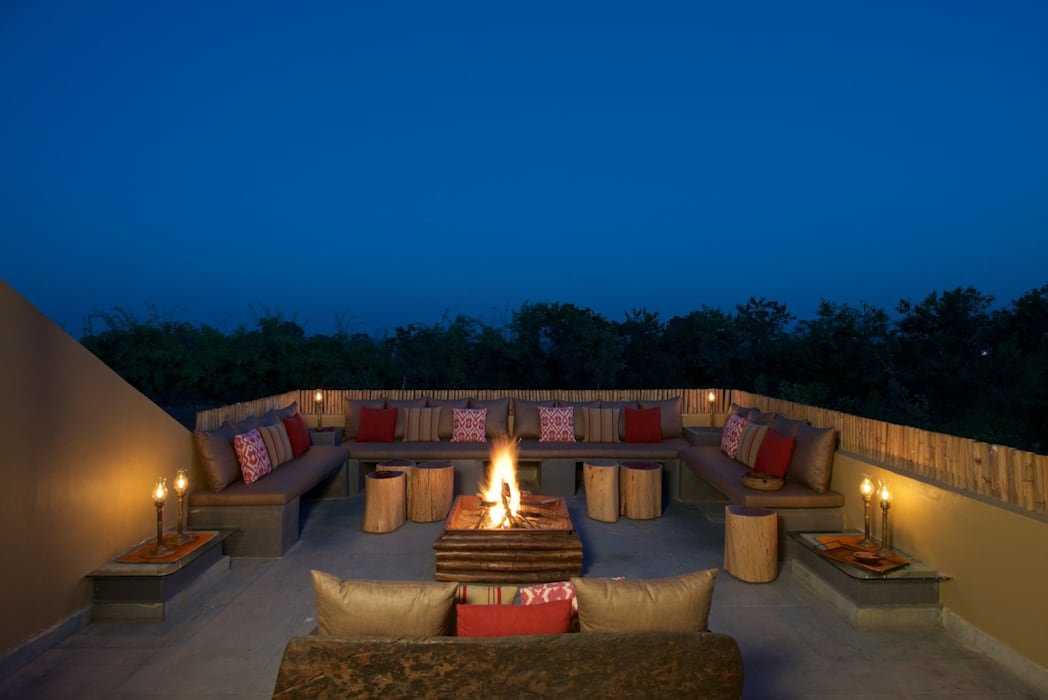 Terrace:  Roof by Josmo Studio,Colonial