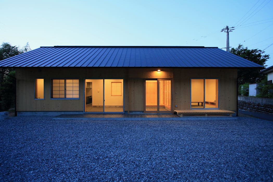 Single family home by TOGODESIGN