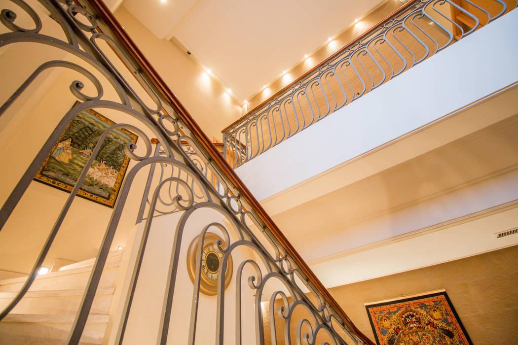 Treppe von Luis Barberis Arquitectos, Ausgefallen Marmor