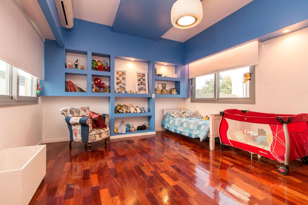 嬰兒房/兒童房 by Luis Barberis Arquitectos, 簡約風