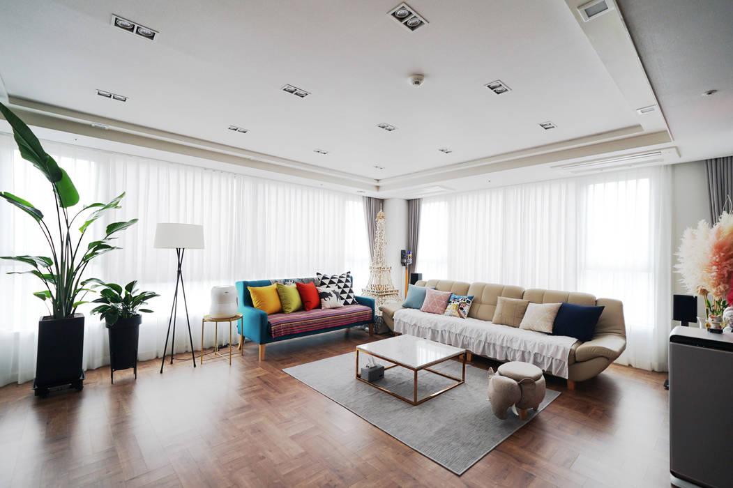 Salas de estilo  por 디자인 아버