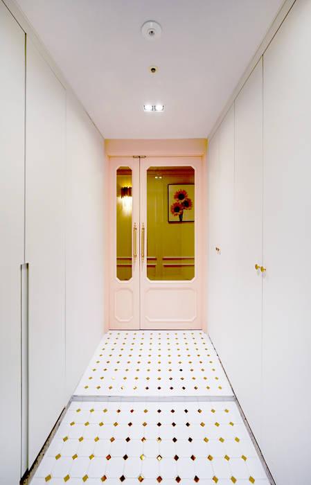 컬러풀 뉴트로하우스: 디자인 아버의  복도 & 현관