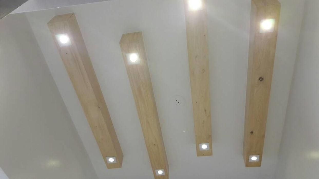 FOYER CEILING IN WOOD  :  Corridor & hallway by decormyplace,Asian Wood Wood effect