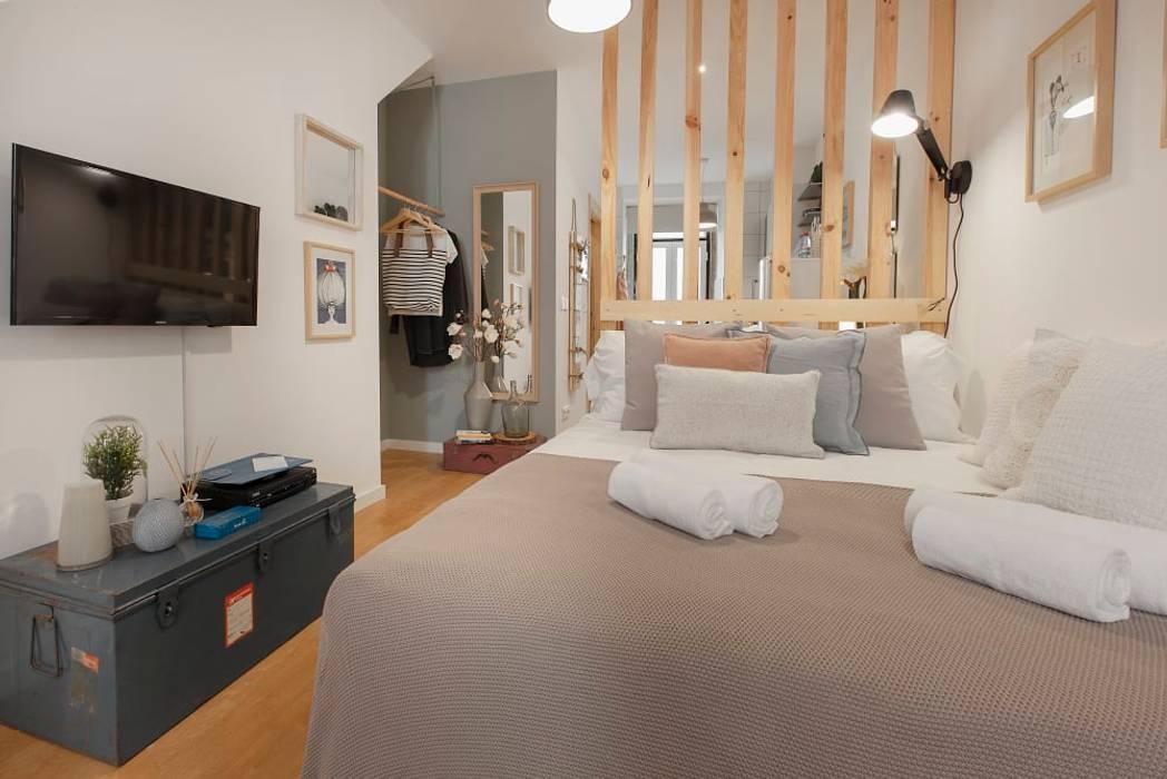 Zona de Dormir e Televisão: Quartos pequenos  por Rafaela Fraga Brás Design de Interiores & Homestyling