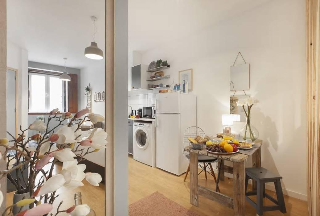 ห้องครัวขนาดเล็ก โดย Rafaela Fraga Brás Design de Interiores & Homestyling ,
