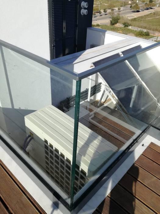 Lux Terrace - Alta de Faro por SAM'S - Soluções em alumínio e PVC Moderno