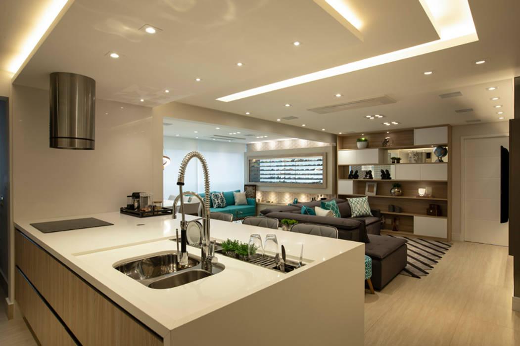 Apto. Vereda Reserva IV: Cozinhas embutidas  por LAM Arquitetura   Interiores,