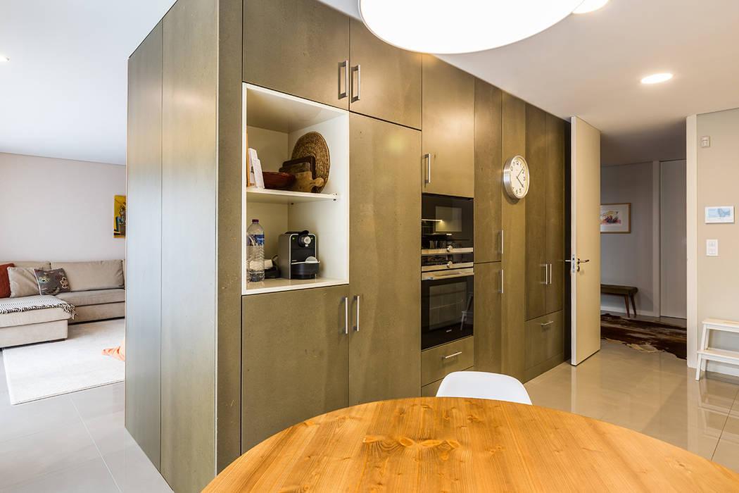 Cozinha - Casa Vilarinha (Porto) - SHI Studio Interior Design: Armários de cozinha  por SHI Studio, Sheila Moura Azevedo Interior Design