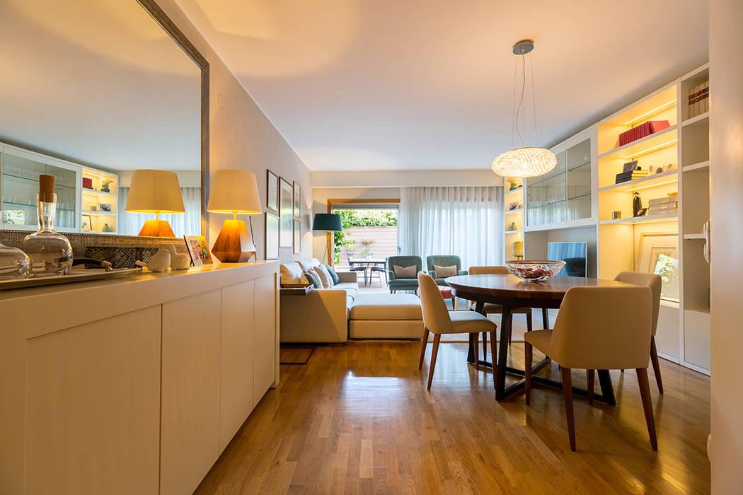 Sala - Moradia em Miramar - SHI Studio Interior Design: Salas de estar  por SHI Studio, Sheila Moura Azevedo Interior Design