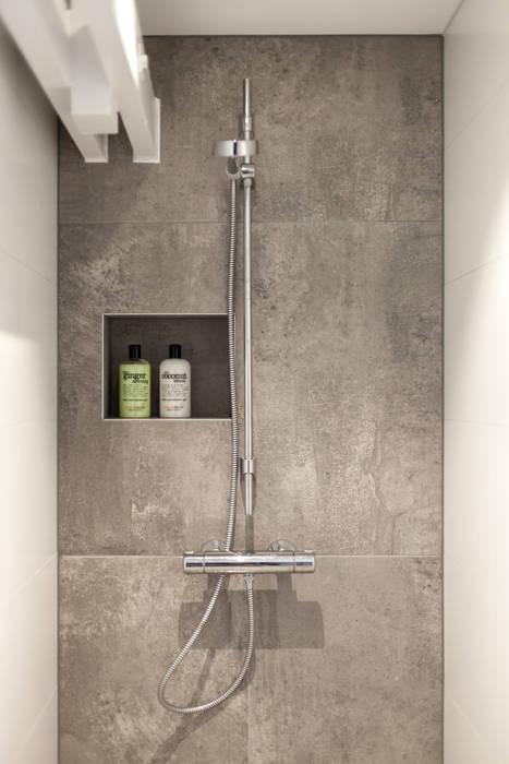 Verbouwing villa:  Badkamer door Bob Romijnders Architectuur & Interieur, Modern