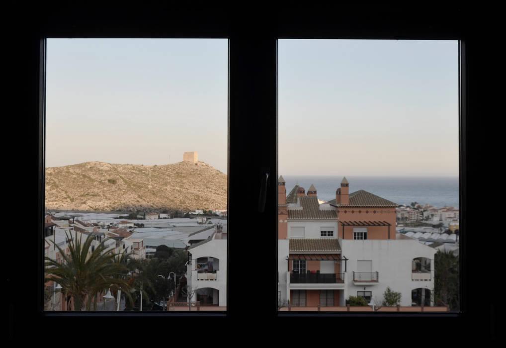 Ventanas de estilo  por Estudio Naturaleza Y Urbanismo, Mediterráneo
