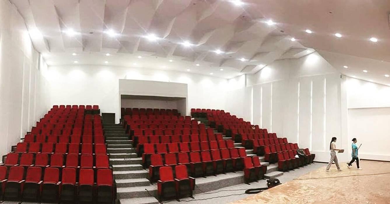 Auditorio Megaludoteca Tocancipa - Cundinamarca: Salas multimedia de estilo  por Lopez Robayo Arquitectos