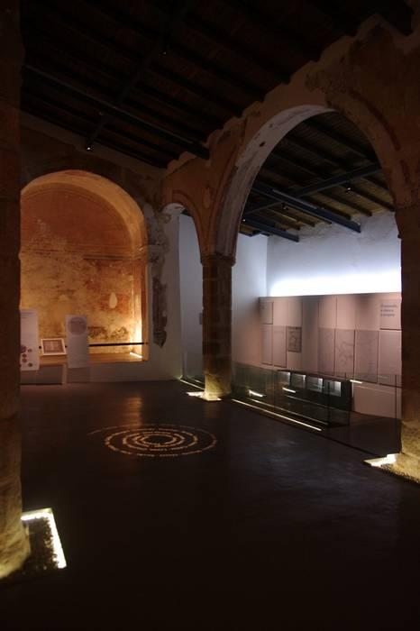 Casa da História Judaica - Elvas Paredes e pisos ecléticos por Visual Stimuli Eclético