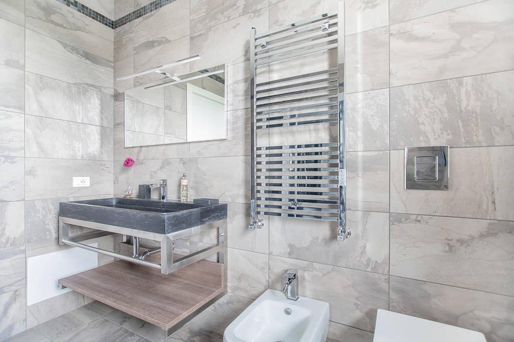 Baños de estilo moderno de Facile Ristrutturare Moderno