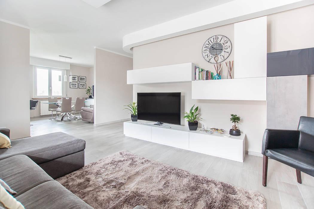 Ristrutturazione appartamento di 100 mq a Bariano, Bergamo: Soggiorno in stile  di Facile Ristrutturare