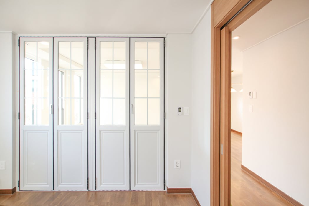 Doors by 이우 건축사사무소, Modern