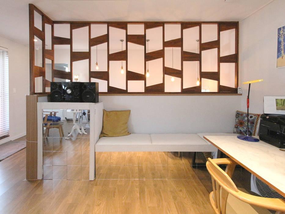 Modern Media Room by 이우 건축사사무소 Modern
