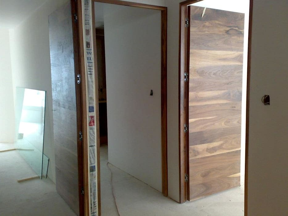 Wooden doors by Solución en Carpinteria