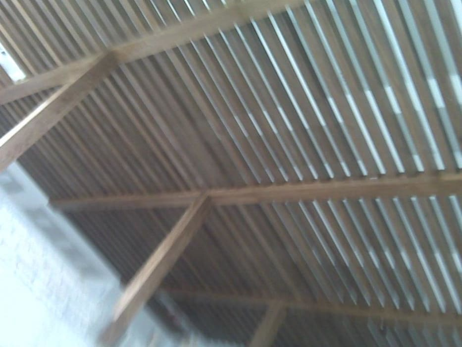 Solución en Carpinteriaが手掛けた片流れ屋根, ミニマル 木 木目調