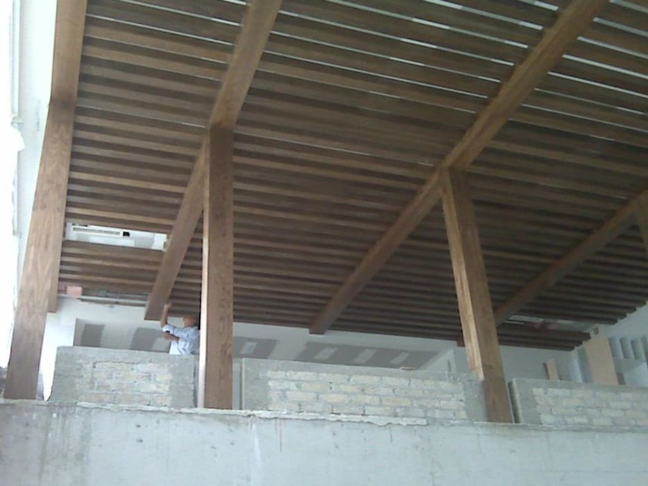 Lean-to roof by Solución en Carpinteria