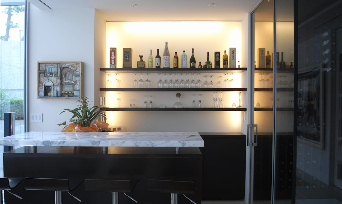 高輪台 建築家志望だった施主と協働して理想の住まいづくり House in Urban Setting 01 モダンデザインの ワインセラー の JWA,Jun Watanabe & Associates モダン
