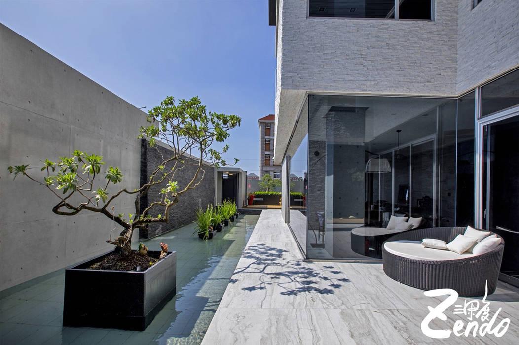 層峰:  庭院 by Zendo 深度空間設計, 現代風