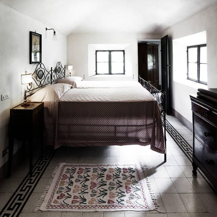 Bedroom by elena romani PHOTOGRAPHY,