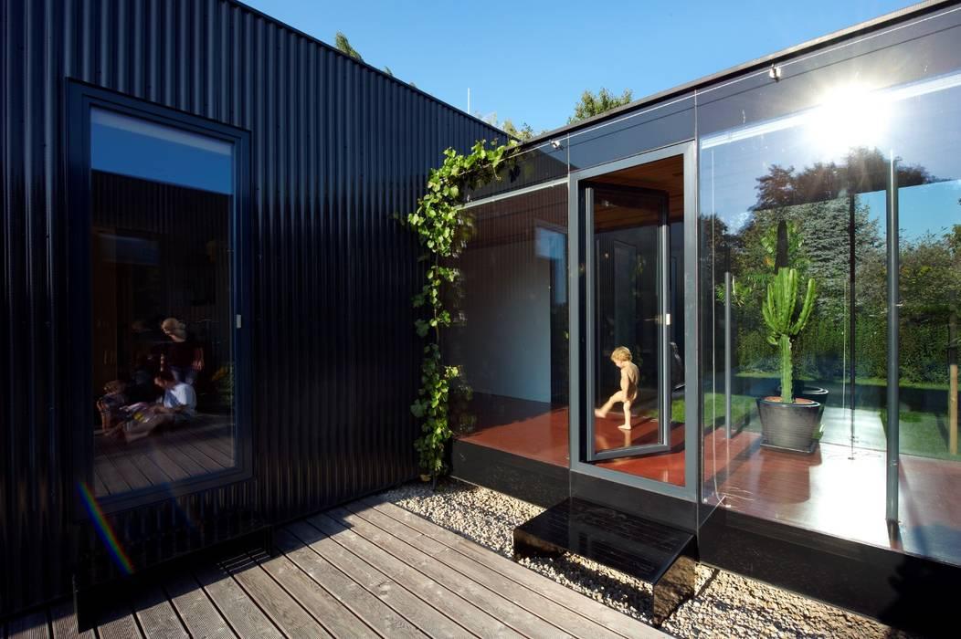 Streckhof reloaded - Einfamilienhaus für einen Winzer Franz&Sue Einfamilienhaus Metall Schwarz