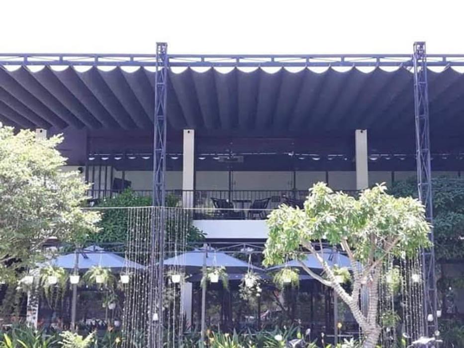 Garajes abiertos de estilo  de MAI HIEN DI DONG HA NOI 0945158931