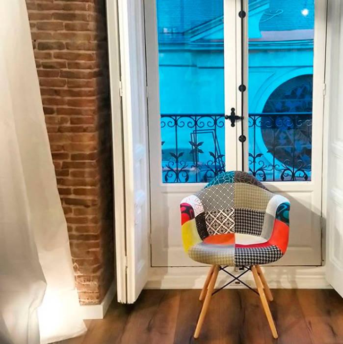 Apartamento turístico en La Latina Puertas y ventanas de estilo industrial de GARMA+ZAMBRANO Arquitectura Industrial