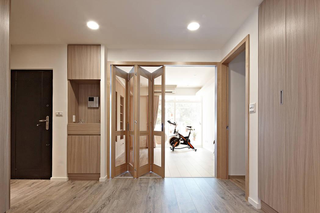 Puertas de estilo escandinavo de 耀昀創意設計有限公司/Alfonso Ideas Escandinavo