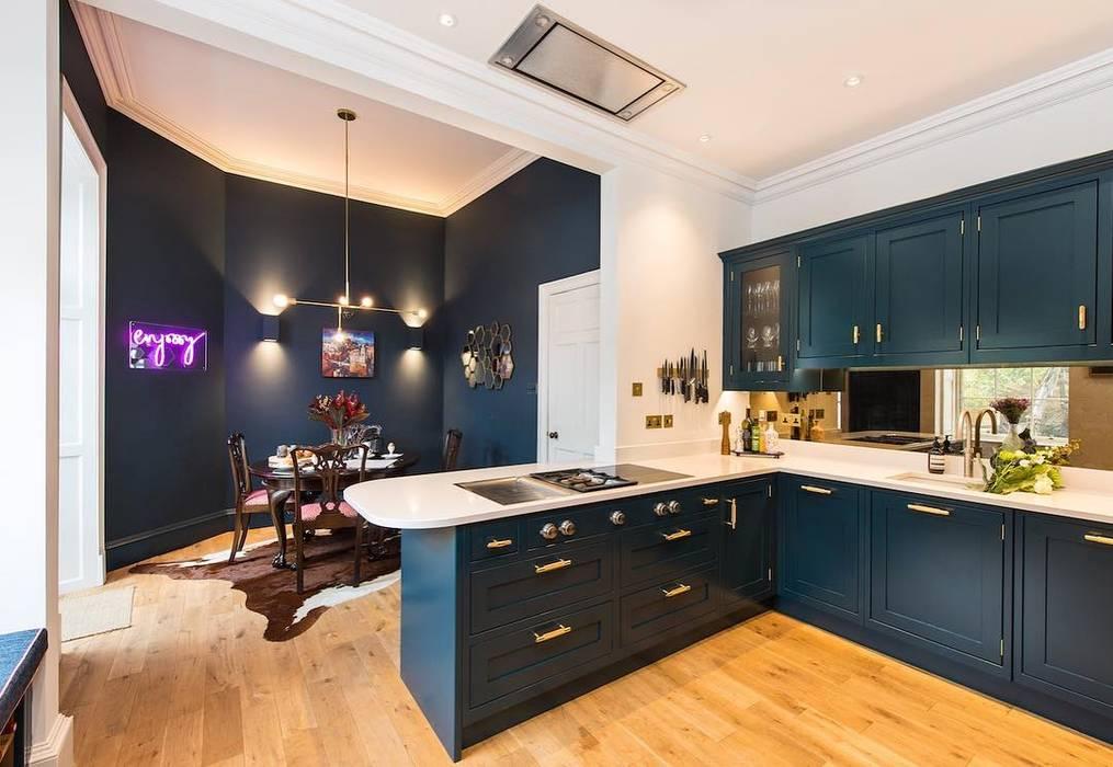 Hague blue painted shaker kitchen par Sculleries of Stockbridge Moderne