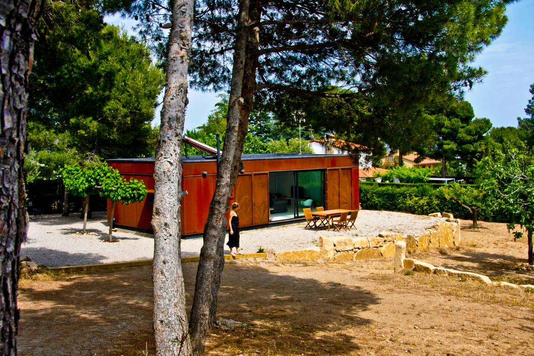 Fachada transventilada de acero cortén: Casas de estilo  por INFINISKI