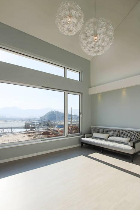 by 이우 건축사사무소 Modern