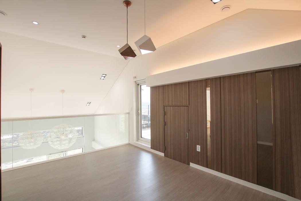 Salas multimedia de estilo moderno de 이우 건축사사무소 Moderno