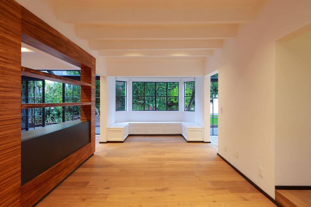 Sala/ Comedor : Salas de estilo  por BACE arquitectos